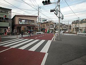 谷戸前交番の交差点
