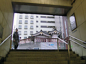 泉岳寺駅前の稲荷神社