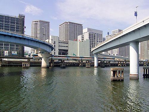 京浜運河と八潮橋