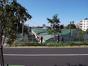 防衛省技術研究所の長い建物