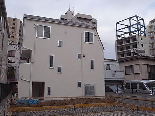 不規則窓と建築途中放置物件(池尻)