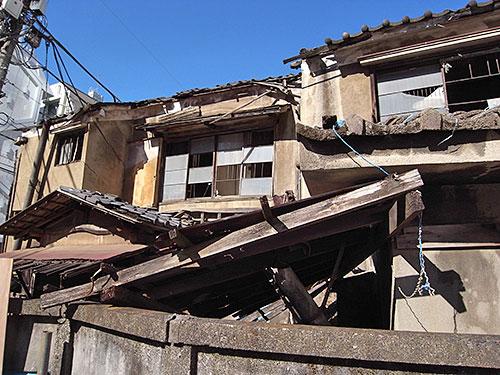 円山町の廃屋