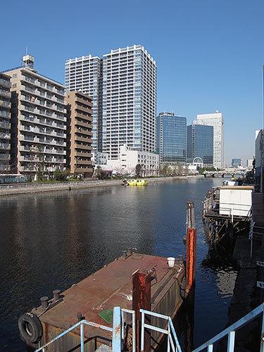 浦島橋からグローバルフロントタワーを見る