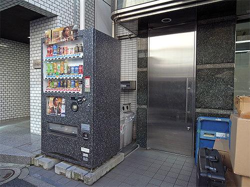 保護色自販機(日本橋小網町)