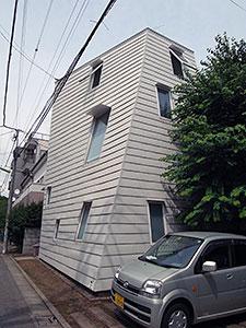 曲面と不規則窓の家