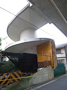建設途中の螺旋階段