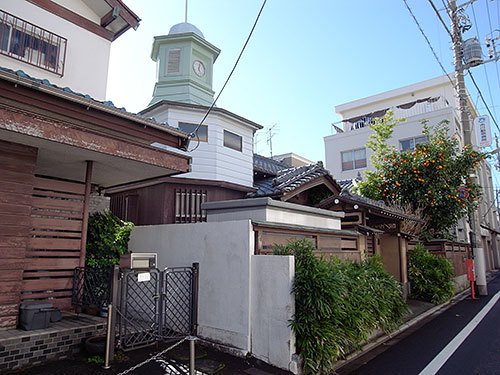 時計塔のある家