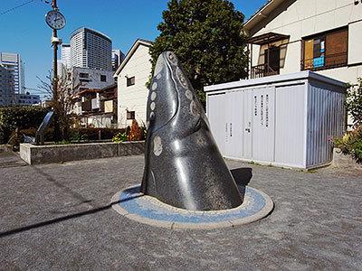 鯨のモニュメント