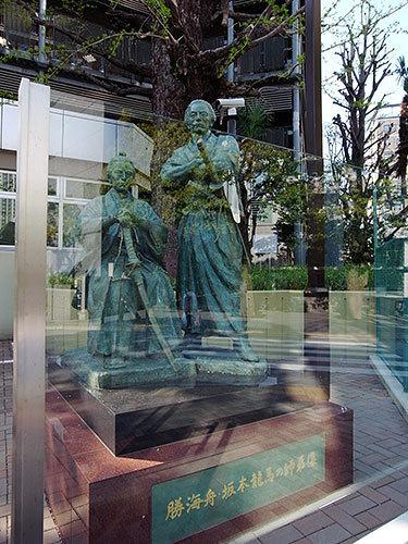 勝海舟・坂本龍馬の師弟像(赤坂)