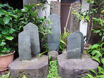 弥陀種子板碑(三田)