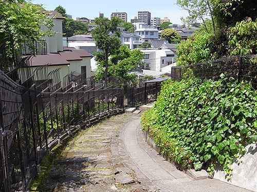 S字抜け道階段